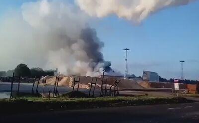 Trwa akcja dogaszania pożaru