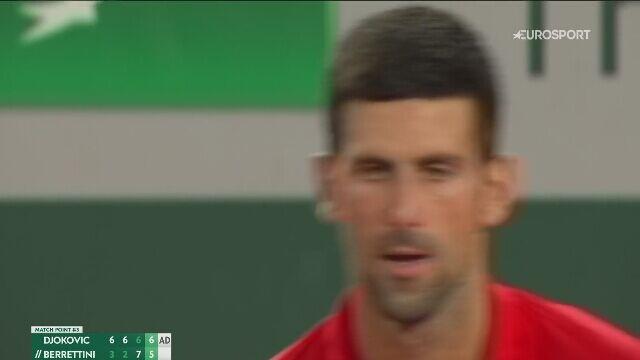 Novak Djoković wykorzystał trzecią piłkę meczową w spotkaniu z Berrettinim