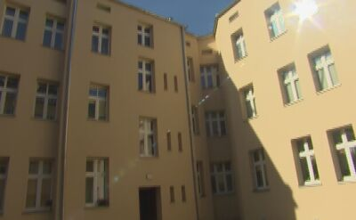 Miasto przekazało klucze do nowych mieszkań pierwszym lokatorom ze zniszczonej kamienicy