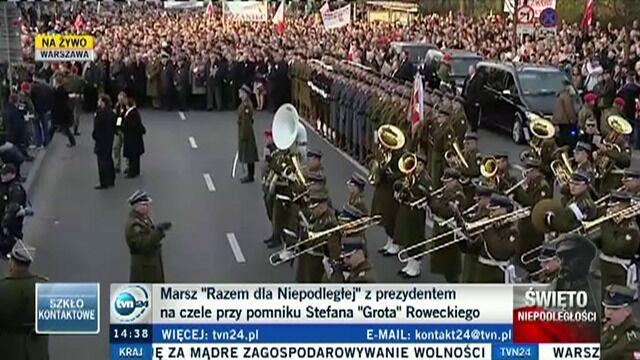"""Złożenie kwiatów pod pomnikiem Stefana """"Grota"""" Roweckiego"""