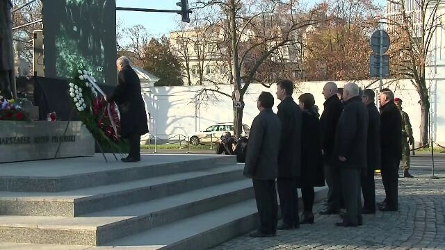 Szef PiS złożył wieniec pod pomnikiem Marszałka Piłsudskiego