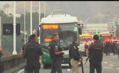 Porwał autobus, grozi jego podpaleniem. Policja negocjuje z napastnikiem