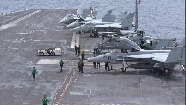 Reporter TVN24 BiS na pokładzie USS Abraham Lincoln