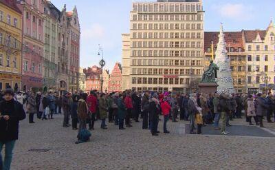 Wrocławianie wspólnie oglądają transmisję z pogrzebu Adamowicza