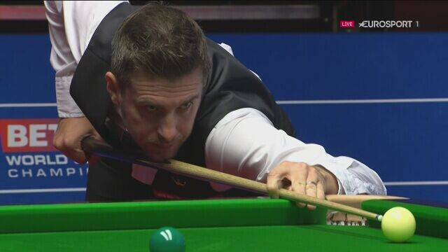 Szczęśliwe zagranie Marka Selby'ego w ćwierćfinale MŚ