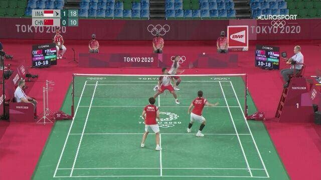 Tokio. Badminton: zawodniczka z Indonezji zmieniła rakietę w trakcie wymiany