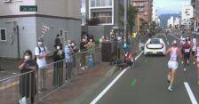 """Tokio. """"Ucieczka"""" samochodu pomocy medycznej podczas maratonu"""