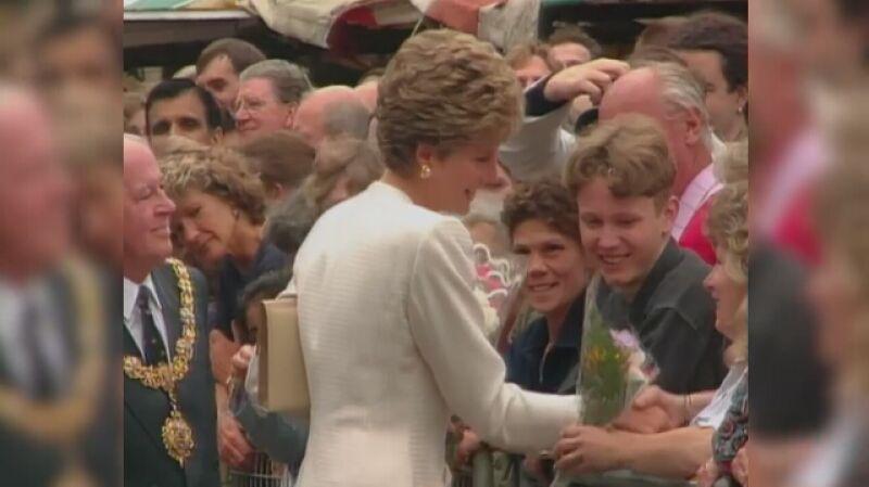 W latach 90.Diana poświęciła się działaniom humanitarnym