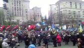 Manifestanci na ulicach wokół Majdanu