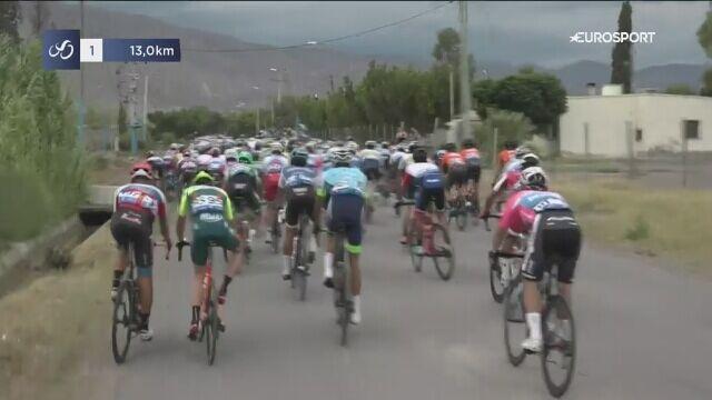 Kraksa na 13 kilometrów przed metą 2. etapu Vuelta a San Juan