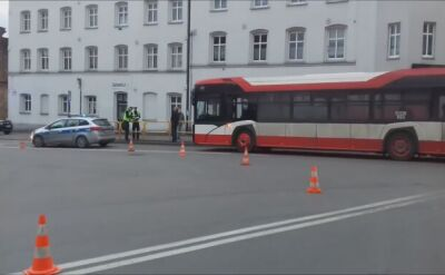 W zderzeniu samochodu z autobusem zginął pieszy