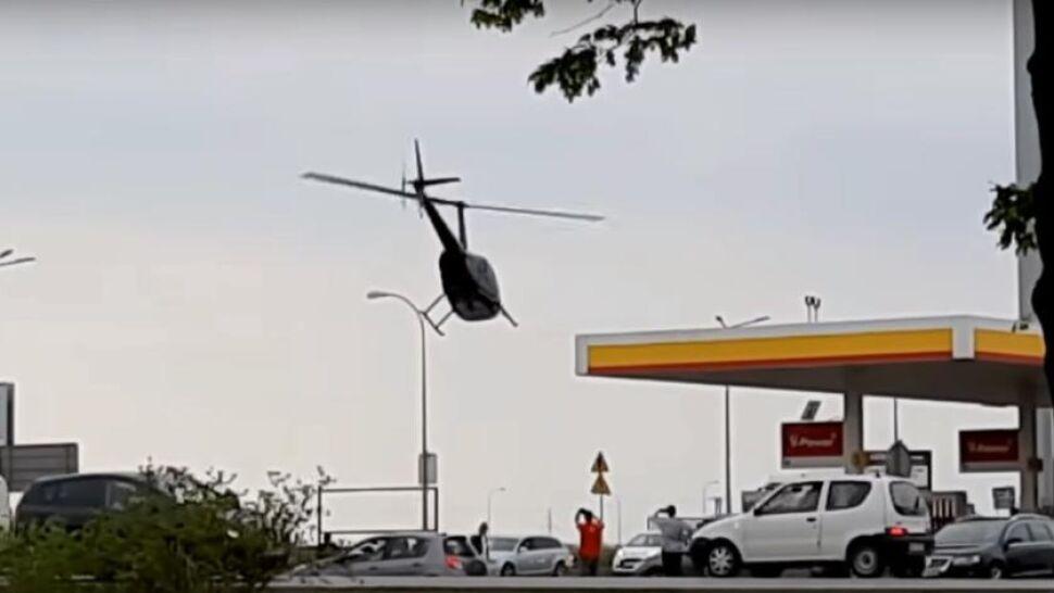 Helikopter zatankował na stacji benzynowej