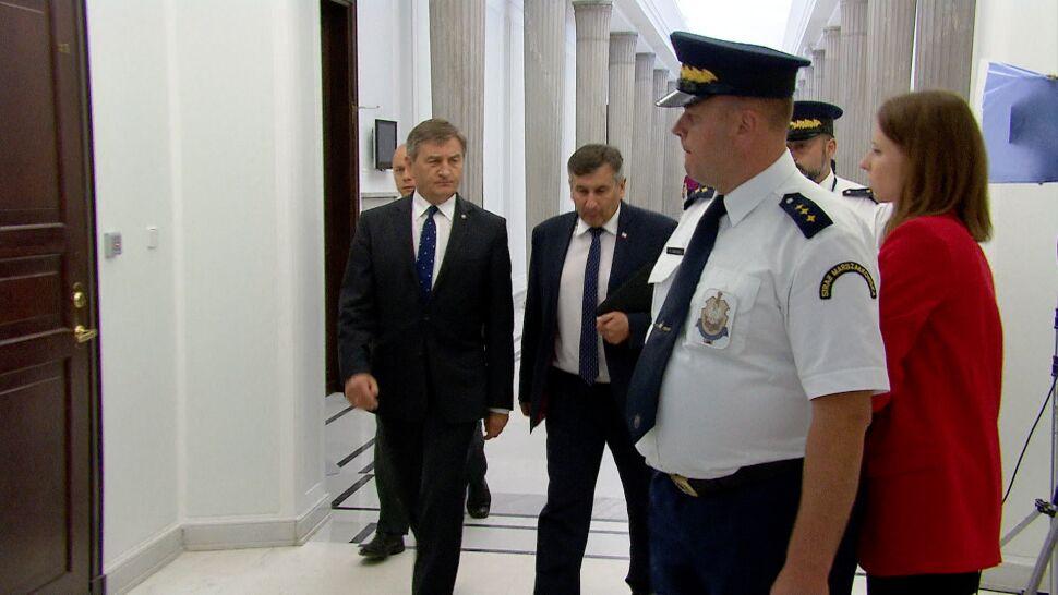 Decyzja o dymisji nie zapadła, ale politycy PiS radzą, by marszałek przeprosił