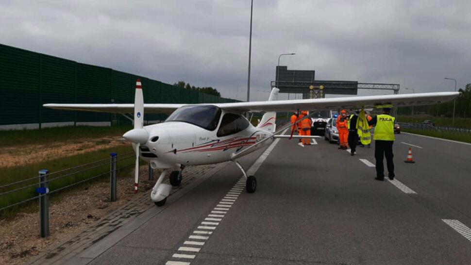 Awaryjne lądowanie awionetki na autostradzie A1