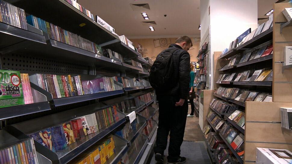 """Płyty CD w odwrocie. """"Wielkiego sentymentu nie mam, to tylko nośnik"""""""