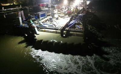 Nocna operacja nad Wisłą. Ścieki do oczyszczalni płyną już pod rzeką