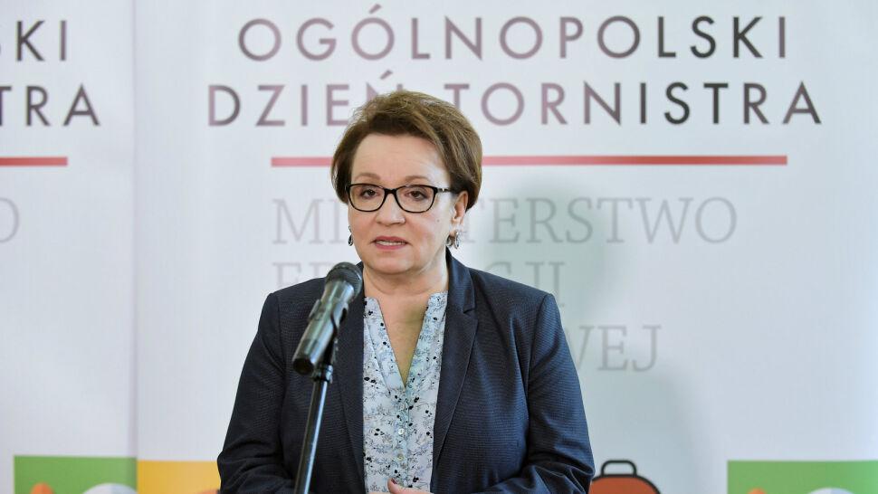 Strajki nauczycieli i przeładowany program. Opozycja chce odwołania minister Zalewskiej