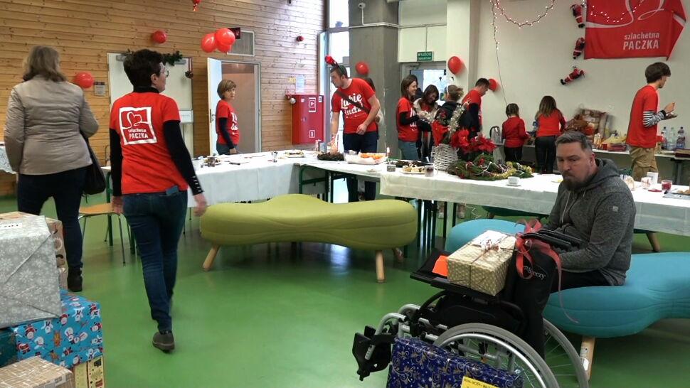 """""""Weekend cudów """" na Pomorzu. Wolontariusze adresują paczki dla potrzebujących"""