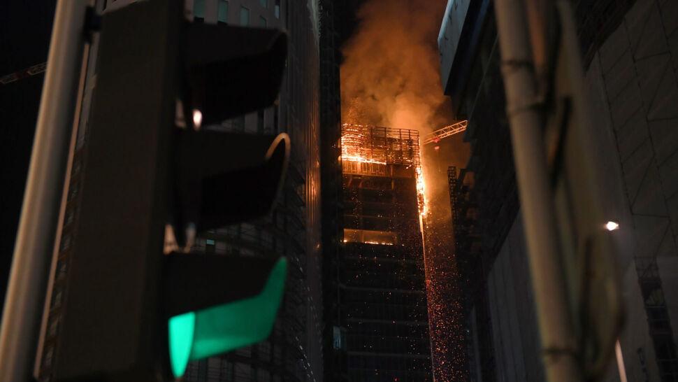 Warsaw Hub stanął w ogniu. Walka z pożarem zajęła strażakom całą noc