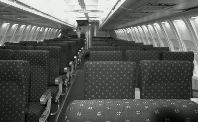 Jak zasypiała, leciała samolotem. Kiedy się obudziła, była sama, w pustej maszynie