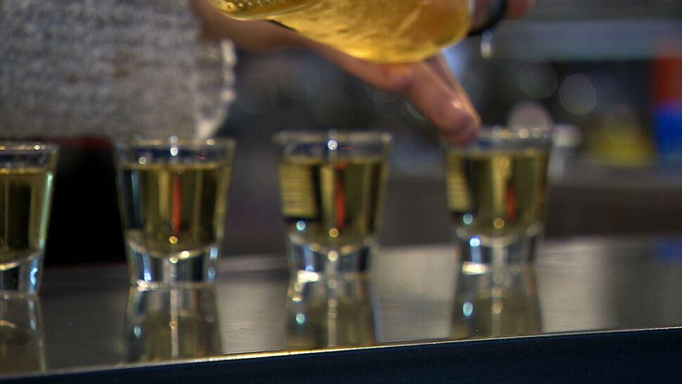 """""""Dużo, często, toksycznie"""". Alarmujące dane o piciu Polaków"""