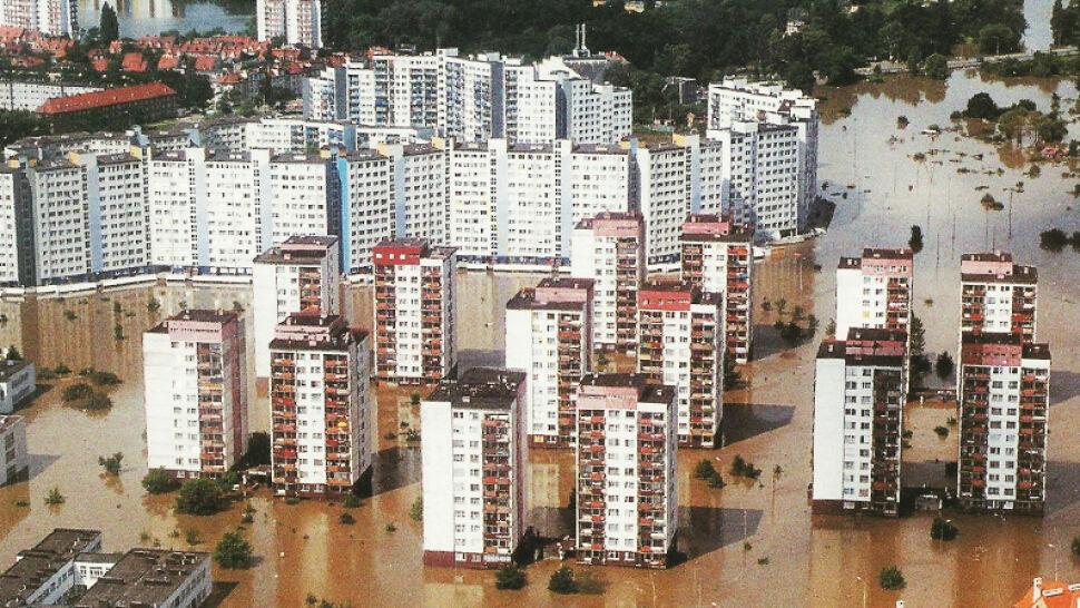 20 lat temu Polskę nawiedziła powódź tysiąclecia. Polacy razem walczyli z żywiołem