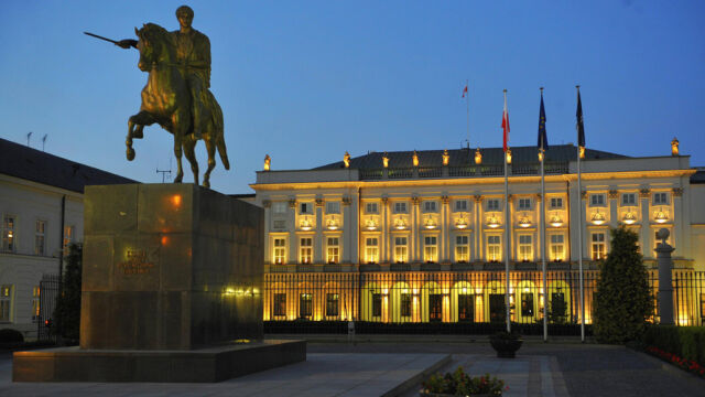 Who will stand in a fight for the Presidential Palace? Speculation is in progress