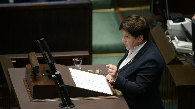 Sejmowe spięcie o rządowe nagrody. Szydło: należały się