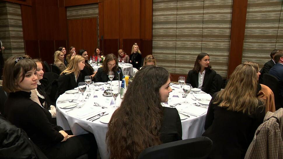"""12 polskich uczennic spędziło dzień w ambasadach. Dyplomaci zachwyceni. """"Cudowne dziewczyny"""""""