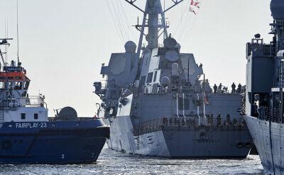 Morska parada w Gdyni. Na czele amerykański niszczyciel
