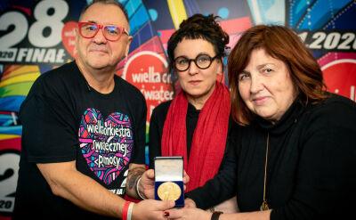Nobel dla WOŚP. Olga Tokarczuk przekazała replikę medalu