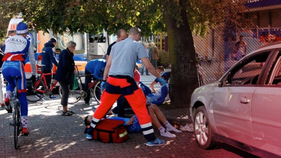 Wyminęła strażników miejskich i wjechała w grupę kolarzy. 6 osób w szpitalu
