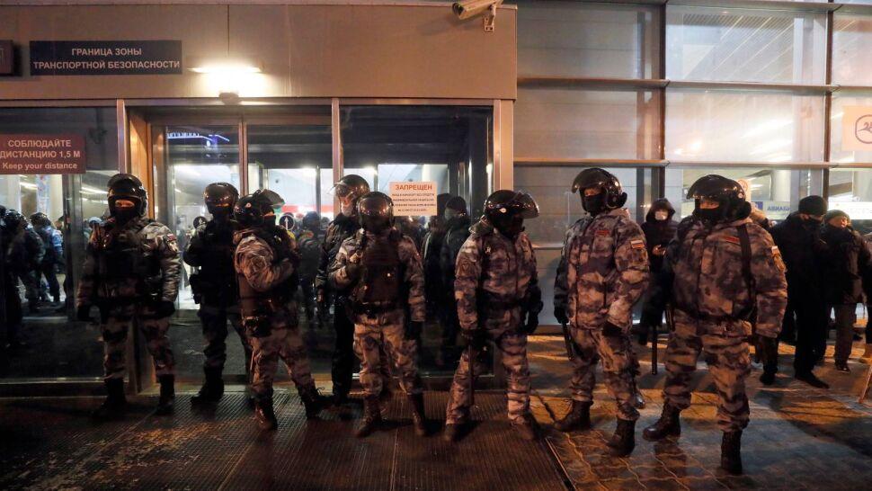 Aleksiej Nawalny zatrzymany po lądowaniu na lotnisku Szeremietiewo