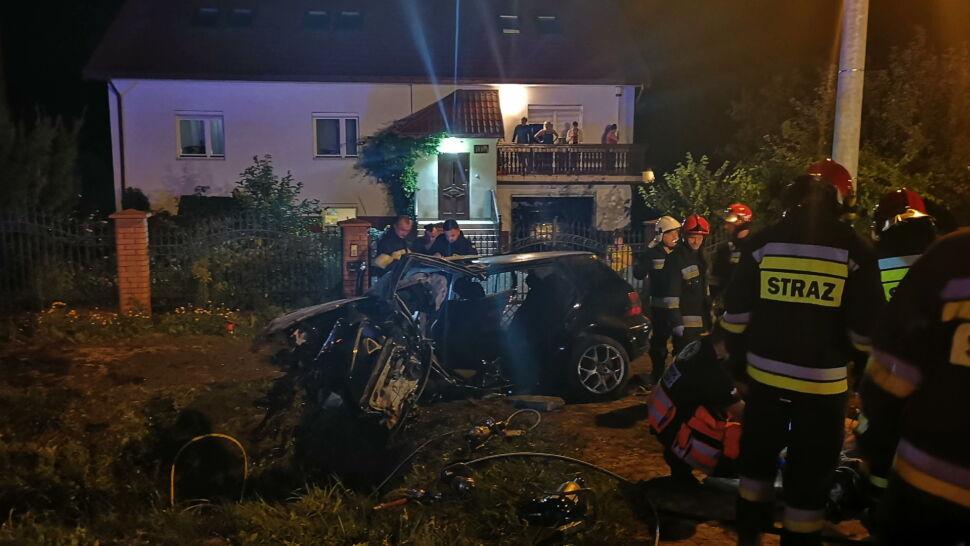 Samochód uderzył w betonowy przepust. Cztery osoby nie żyją