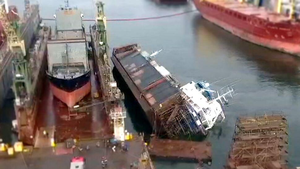 Wypadek w gdyńskiej stoczni. Remontowany statek przewrócił się do wody