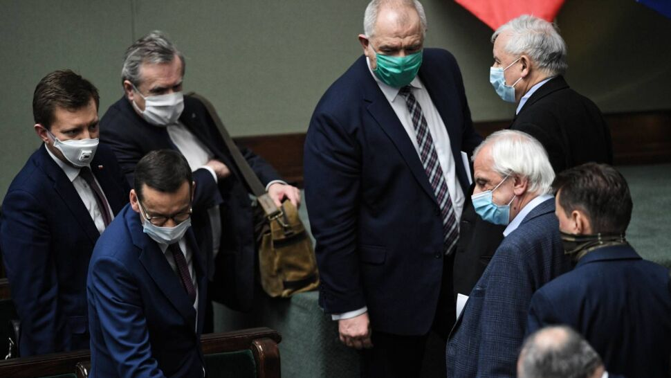 """PiS kusi posłów opozycji. """"Takie praktyki mają miejsce prawie że na co dzień"""""""