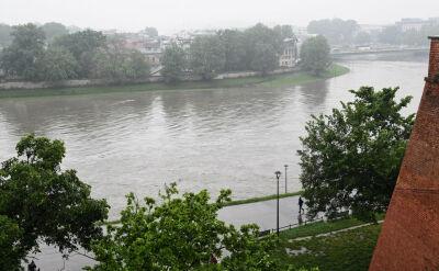 Sześciometrowa fala dotarła do Krakowa i przemieszcza się na północ