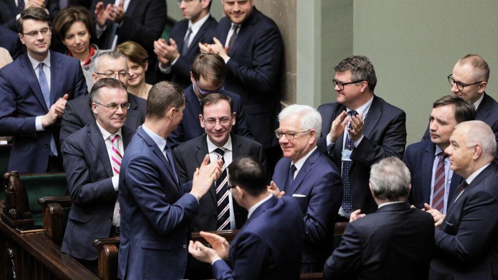 Opozycja miała długą listę zarzutów, PiS obronił ministra Kamińskiego