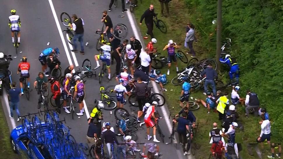 Cztery rezygnacje, wielu poszkodowanych. Podsumowanie otwarcia Tour de France