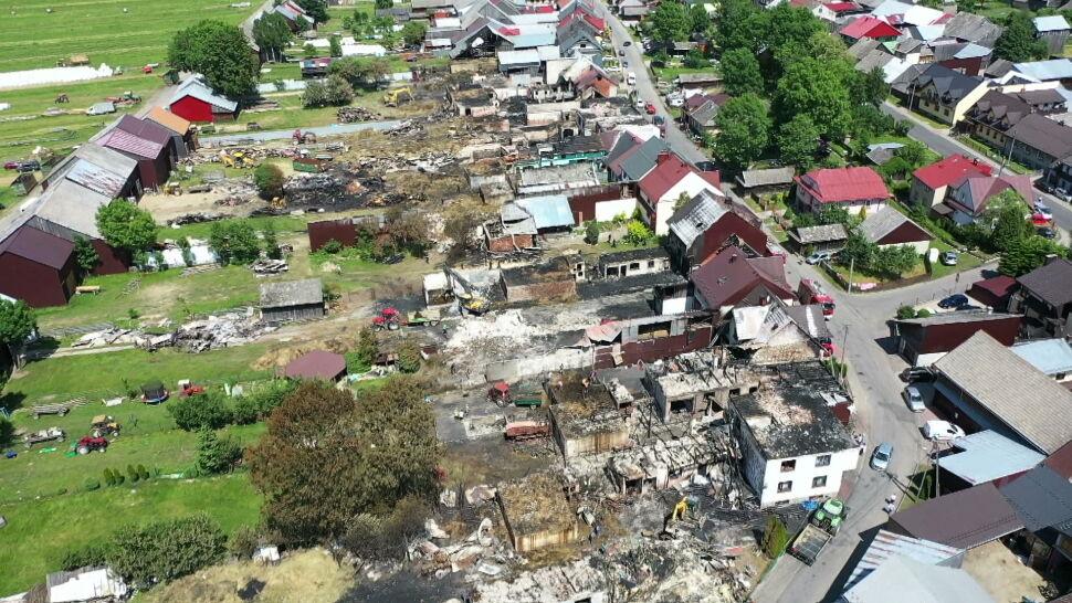 """Mieszkańcy Nowej Białej liczą straty po pożarze. """"Wszystko jest do kucia, do wymiany"""""""