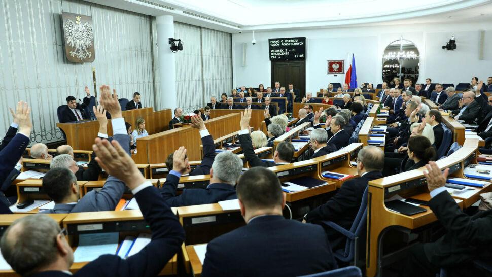 """Senat odrzucił """"ustawę represyjną"""" w całości. Projekt wraca do Sejmu"""