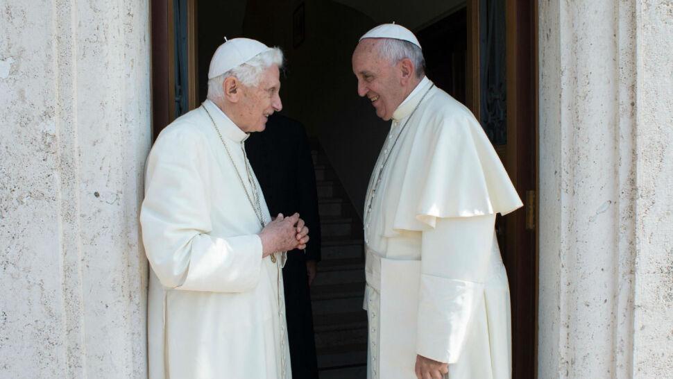 Kontrowersyjna książka o celibacie. Benedykt XVI chce usunięcia wizerunku z okładki