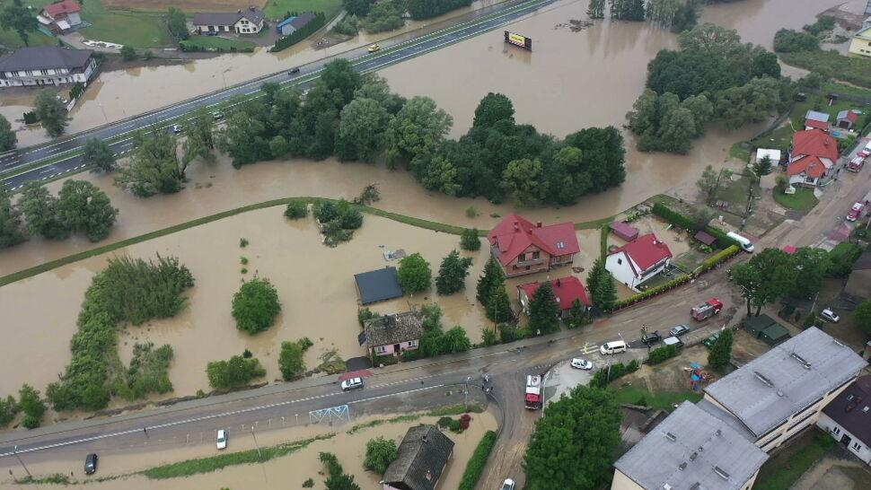 Liczne podtopienia po sobotnich burzach, które przeszły nad Polską
