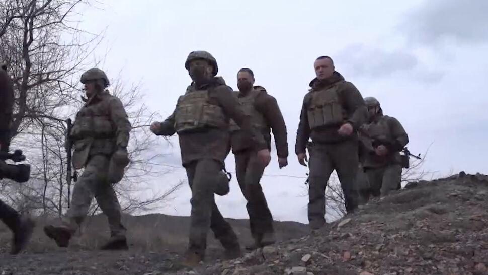 """""""Rosjanie są gotowi, ale my też"""". Prezydent Ukrainy na linii frontu"""