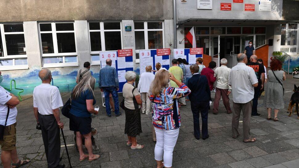 Polacy ruszyli do urn. Kolejki do lokali wyborczych od samego rana