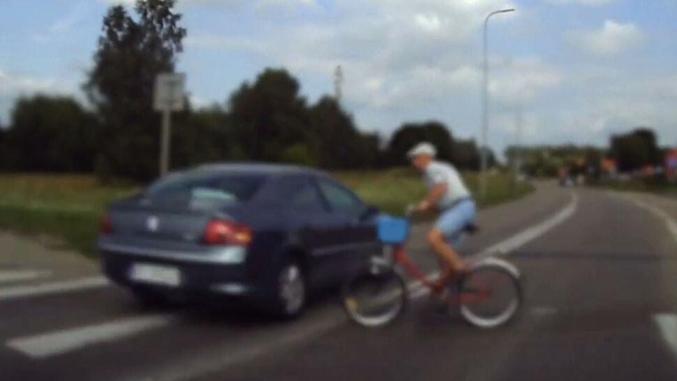 Kierowca w Szczecinku wyprzedził na pasach, prawie potrącając rowerzystę