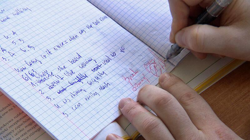 Kuratorium do nauczycieli: niech w dni wolne nie będzie prac domowych