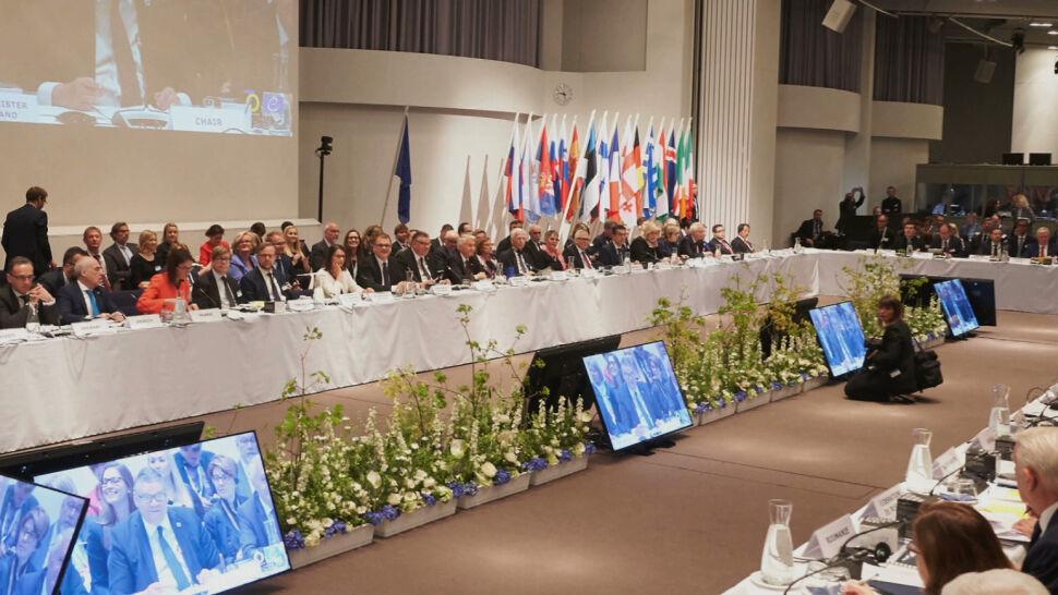 Krytyka opozycji i tłumaczenia ministra. Polska poparła przywrócenie Rosji prawa głosu?