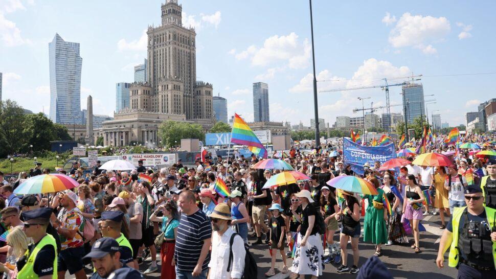"""Parada Równości przeszła przez Warszawę. """"Tu mogę być sobą"""""""