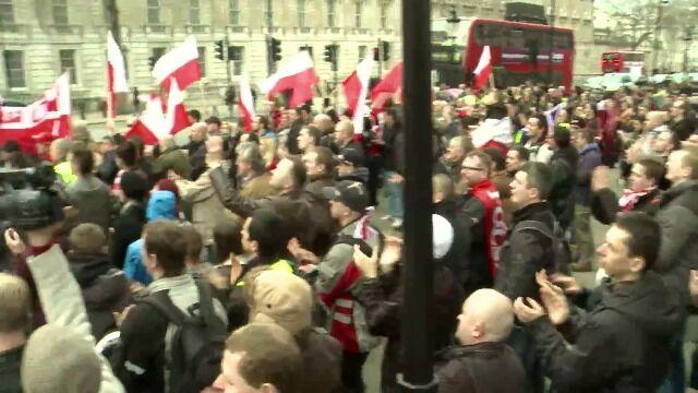 Protest Polaków przed siedzibą premiera. Nie dostało się jednak Tuskowi, a Cameronowi